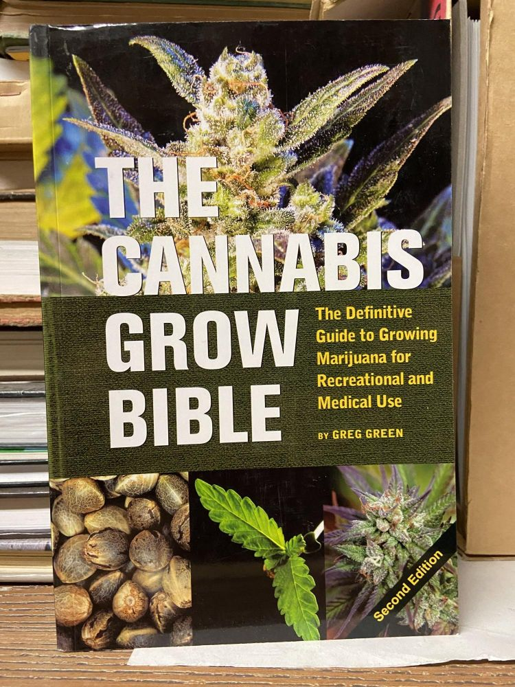 The Cannabis Grow Bible: The Definitive Guide to Growing Marijuana for Recreational and Medical Use (Second Edition). Greg Green.