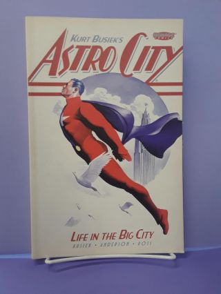 Astro City: Life in the Big City. Kurt Busiek