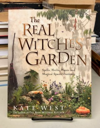 The Real Witches' Garden: Spells,Herbs, Plants and Magical Spaces Outdoors. Kate West