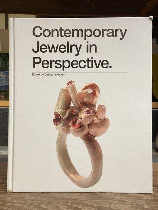 Contemporary Jewelry in Perspective. Damian Skinner